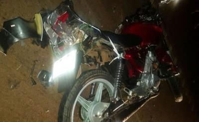 Accidente deja un motociclista muerto y otro fugado