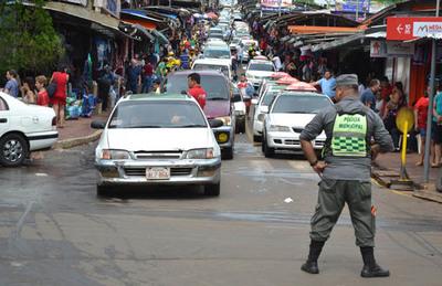 """Los """"zorros"""" vuelven a dirigir el tránsito, pero con Policía Nacional"""