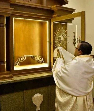 """""""ES UNA SEÑAL"""" ¡Apareció la Virgen en la madera de una capilla"""