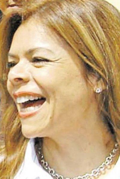 Juez concede amparo a Sandra y concejales no podrán tratar renuncia