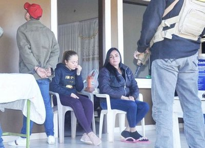 """Otorgan prisión domiciliaria a esposa de """"Cucho"""""""