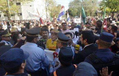 Campesinos regresan a Asunción y anuncian lobby
