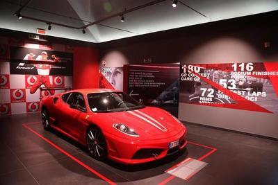 Ferrari felicita a Schumacher por su 50 cumpleaños con una exposición