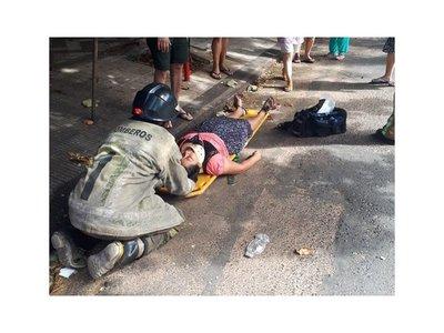 Un bebé y dos adultos, heridos en choque y vuelco