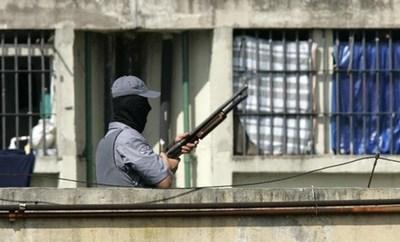 Huyen 23 presos de cárcel en estado brasileño azotado por ola de violencia