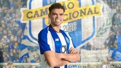 HOY / El Oporto hace oficial el fichaje de Pepe