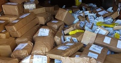 Incautan 363 cargas irregulares en servicio postal de Matelandia