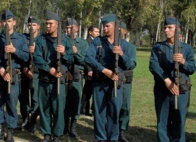 Tras ser rechazados en cuarteles, 9 jóvenes de Itakyry esperan que Gobierno ordene su admisión