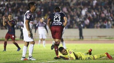 Tres puntos para las Chivas del Pepe