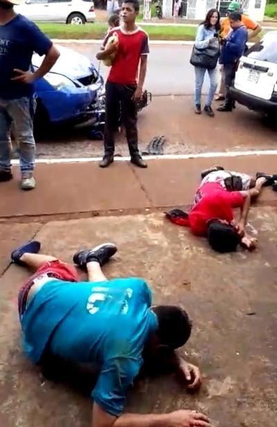 Motochorros cometen asalto y son detenidos tras caer en su huida