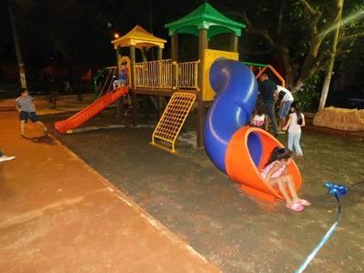 Instalan parque infantil en plaza pública de Presidente Franco