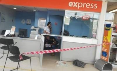 Millonario asalto a local bancario en San Antonio