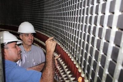 ANDE realiza trabajos de mantenimiento de la unidad generadora de Acaray con apoyo de Itaipú