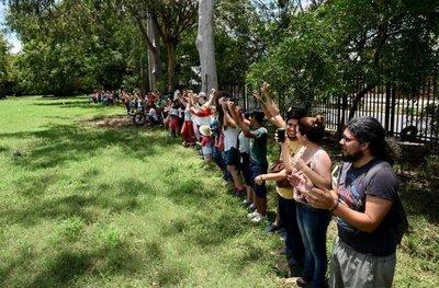 Ciudadanos se levantan contra el cercenamiento del Jardín Botánico