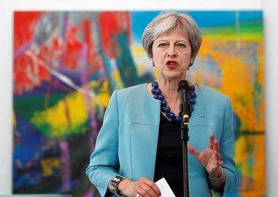 """May advierte de que el Parlamento puede bloquear el """"brexit"""""""