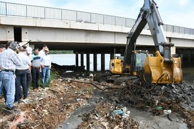 Inician labores para recuperación y restauración del arroyo Mburicao