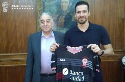 HOY / Antony Siva firmó y ya es jugador de Huracán