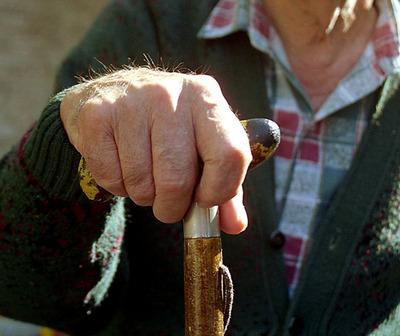 Anciano de 94 años mata a otro de 91 a bastonazos en asilo de España