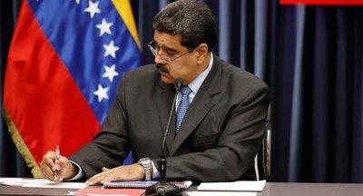 Maduro aumenta el salario mínimo un 300 % y mantiene pago de nóminas privadas