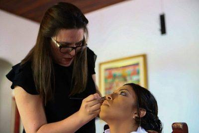 Amor al maquillaje  impulsa su negocio