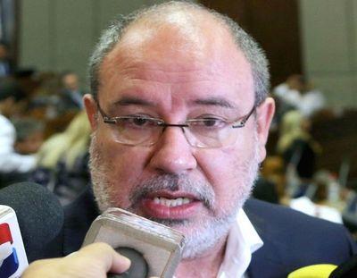 """Llanes se basa en """"chismes"""", advierte Justo Zacarías"""