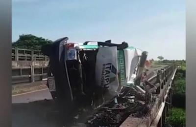 Vuelca ambulancia en Carapeguá