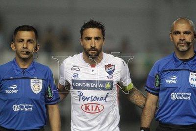 La Academia confirma a Riveros y va por Salgueiro