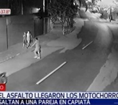 Asalto fugaz en Capiatá: Motochorros se llevan teléfono en segundos