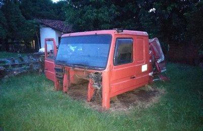 Hallan cabina de camión robado en un taller