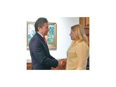 Abrirían oficinas de la Mujer en dos embajadas