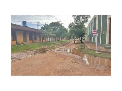 Calles destrozadas y baches son pan de cada día