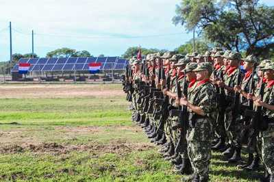 Gobierno inaugura moderna planta de energía solar en una unidad militar del Chaco