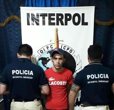 Agentes de Interpol detienen a hombre buscado por intento de homicidio