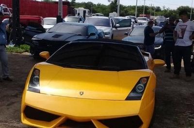 HOY / De los 23 vehículos de Cucho, venderán su Lamborghini, por US$ 200.000 de precio base