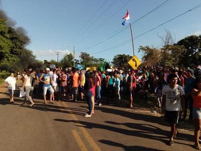 Tensionado desalojo de varias familias en Limpio