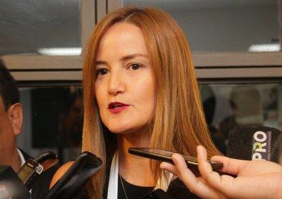 Senavitat: ministra deja la casa ordenada y niega aspiraciones electorales