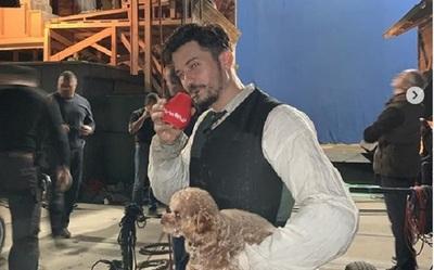 Actor británico enseña el secreto de los guaraníes y las propiedades de la yerba mate
