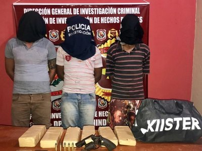Tres aprehendidos con drogas y arma de fuego en Salto del Guairá