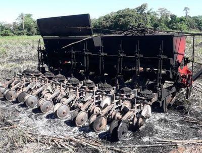Detuvieron a supuesto líder de sintierras por quema de sembradora en Yhú