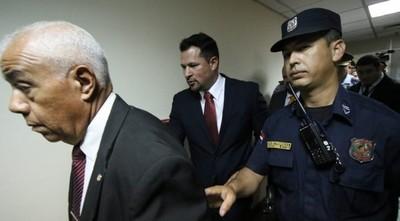 Quintana insiste en que es inocente y recurre a la embajada de EE.UU.