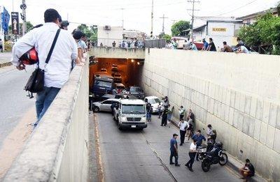 Múltiple choque hubo en el túnel de la Avenida Semidei