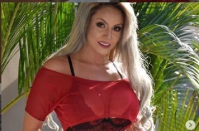 La 'Barbie' Eli Villagra, presume su cintura