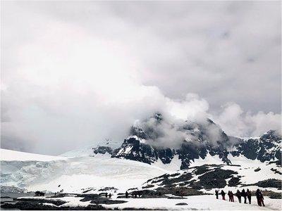 Científicas terminan aventura en la Antártida tras superar grandes olas
