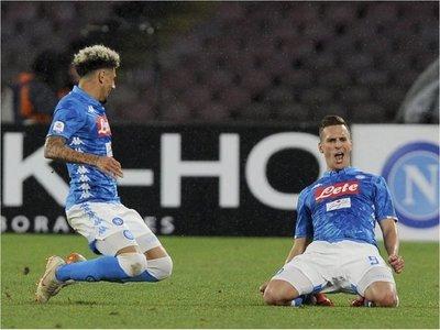 Napoli hunde a la Lazio y sigue como escolta