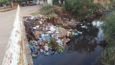 Informan que en arroyo San Lorenzo iniciarán trabajos de limpieza de la cuenca del Ypacaraí