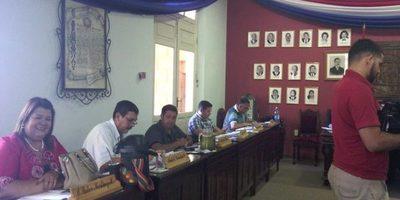 Concejales no consiguen rechazar veto del intendente Navarro