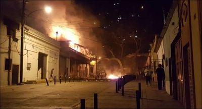 Venezolanos protestan por segunda noche consecutiva contra Maduro