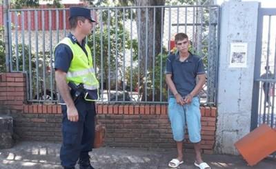 Limpiavidrio detenido luego de amenazar con puñal a conductores