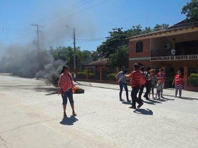 Mujeres protestan por segundo día exigiendo adjudicación de terreno