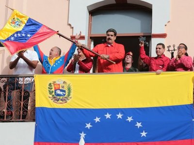 Maduro ordena cerrar embajada y consulados de Venezuela en EEUU
